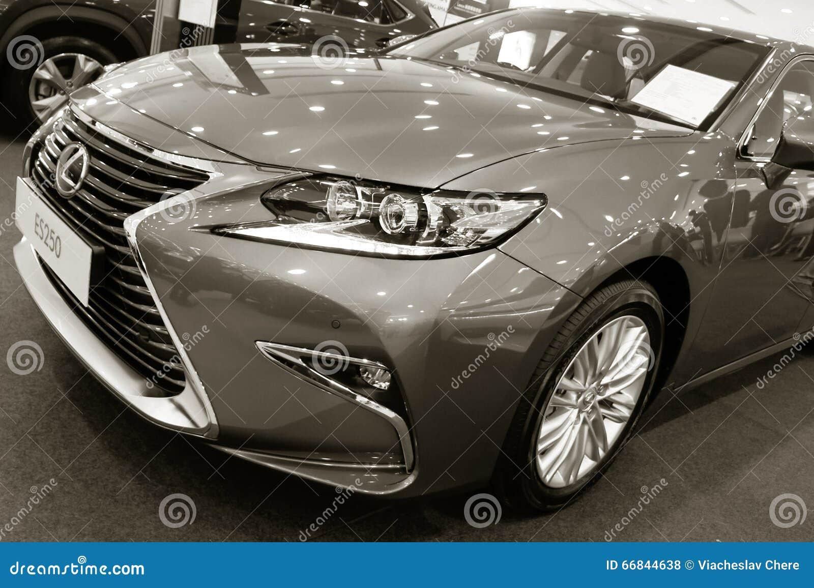 Présentation D'exposition D'un Nouveau Modèle Lexus De Voiture Photo stock éditorial - Image ...