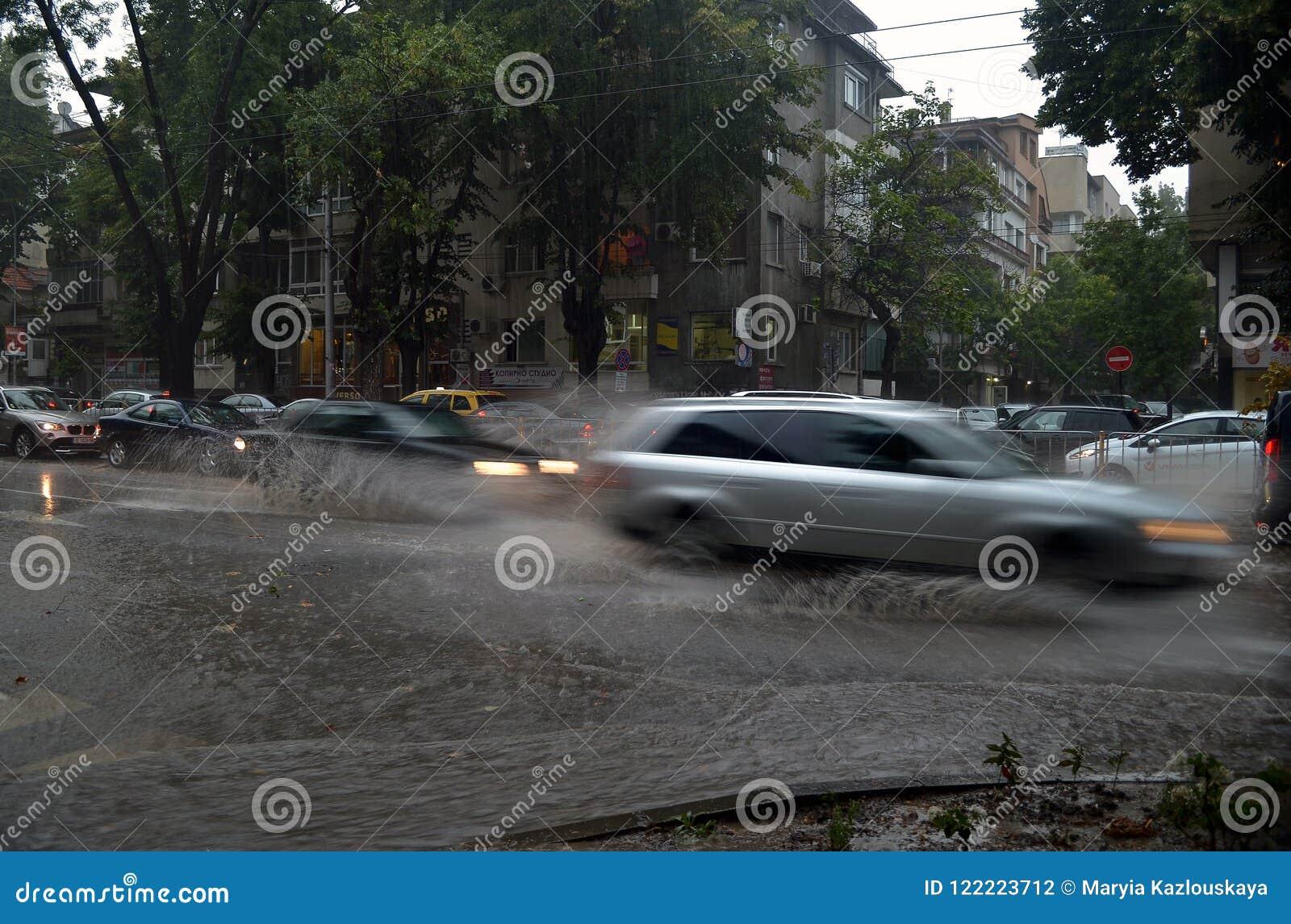 Prysznic trwa wokoło i godziny połówkę zalewał Varna