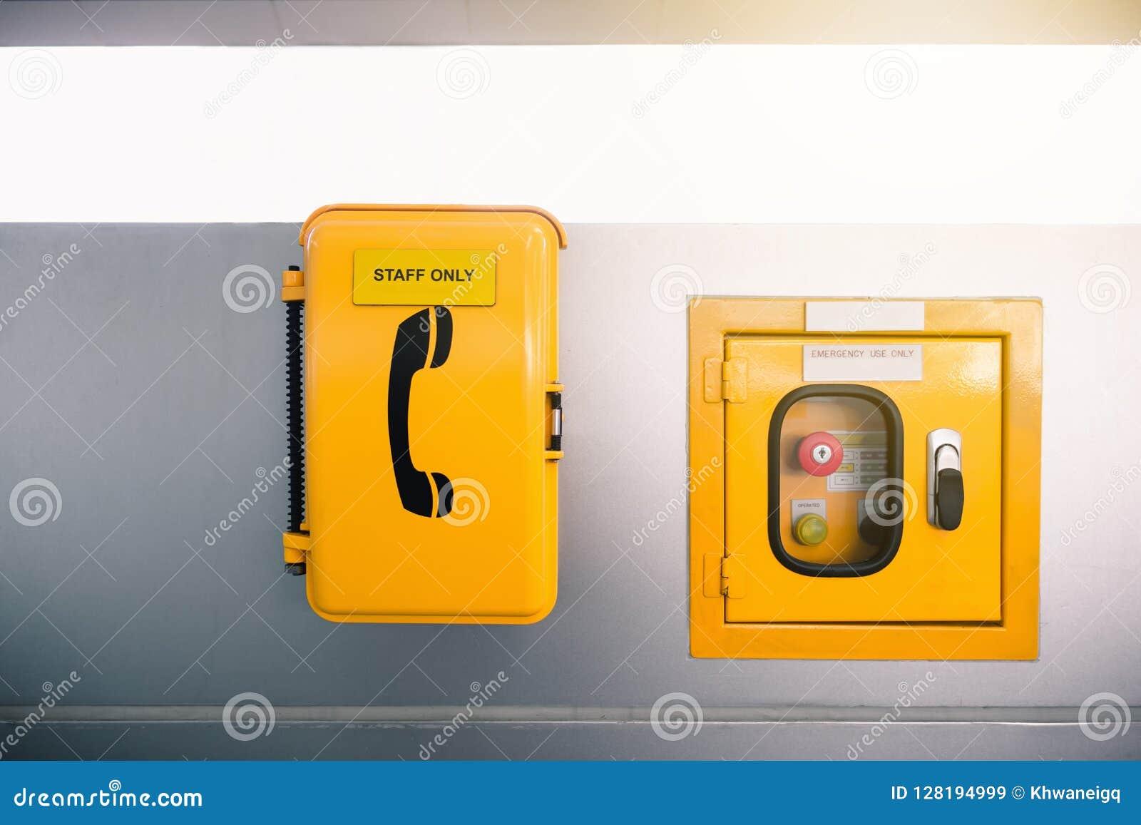 Przełącznikowy kontrolny pudełko i telefon w sprawie nagłego wypadku w skytrain staci