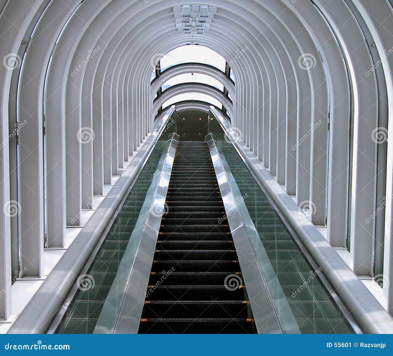 Przechodząc do futurystyczny schody