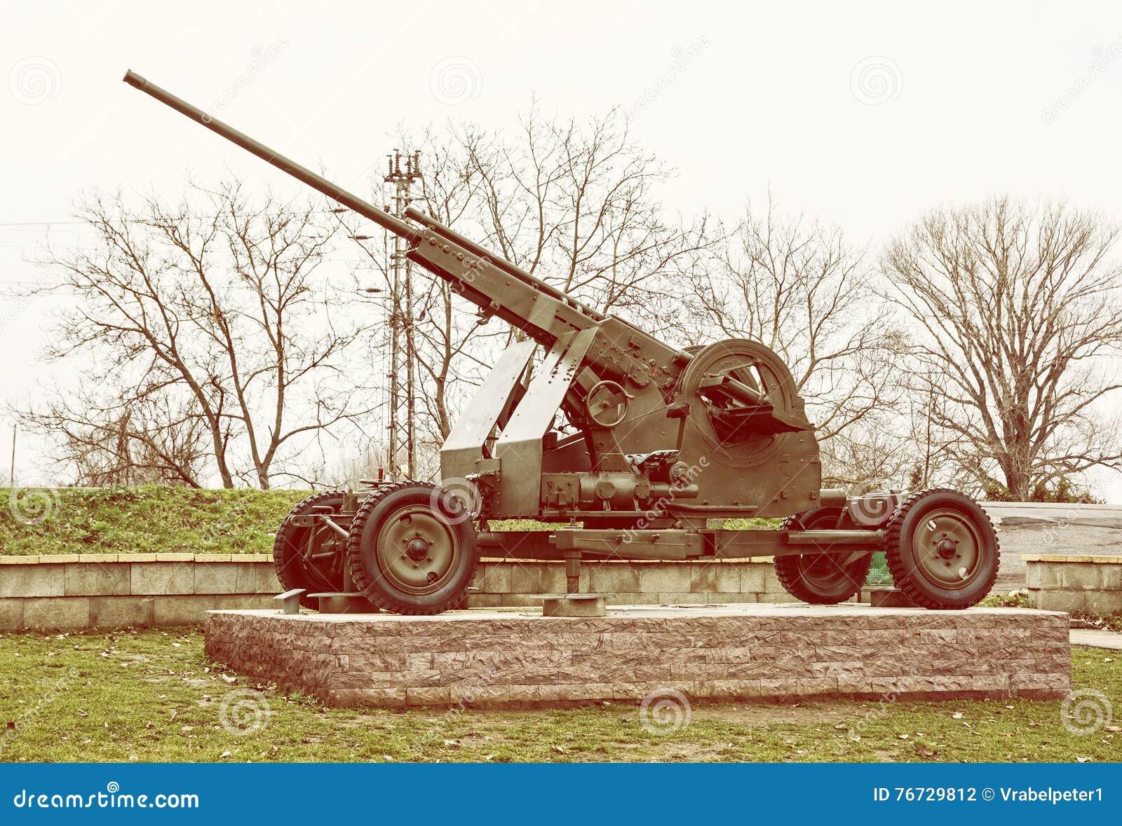 Przeciwlotniczy maszynowy pistolet, wojenny przemysł, żółty fotografia filtr