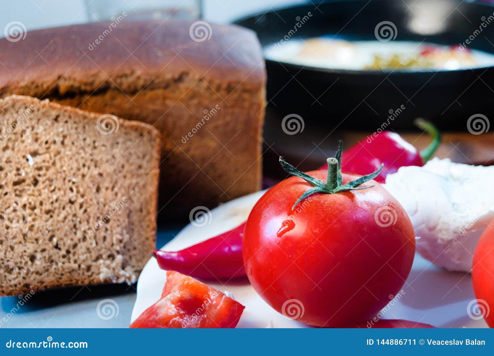 Przedpole z pomidorami ser, pieprz i chleb przeciw niecce,