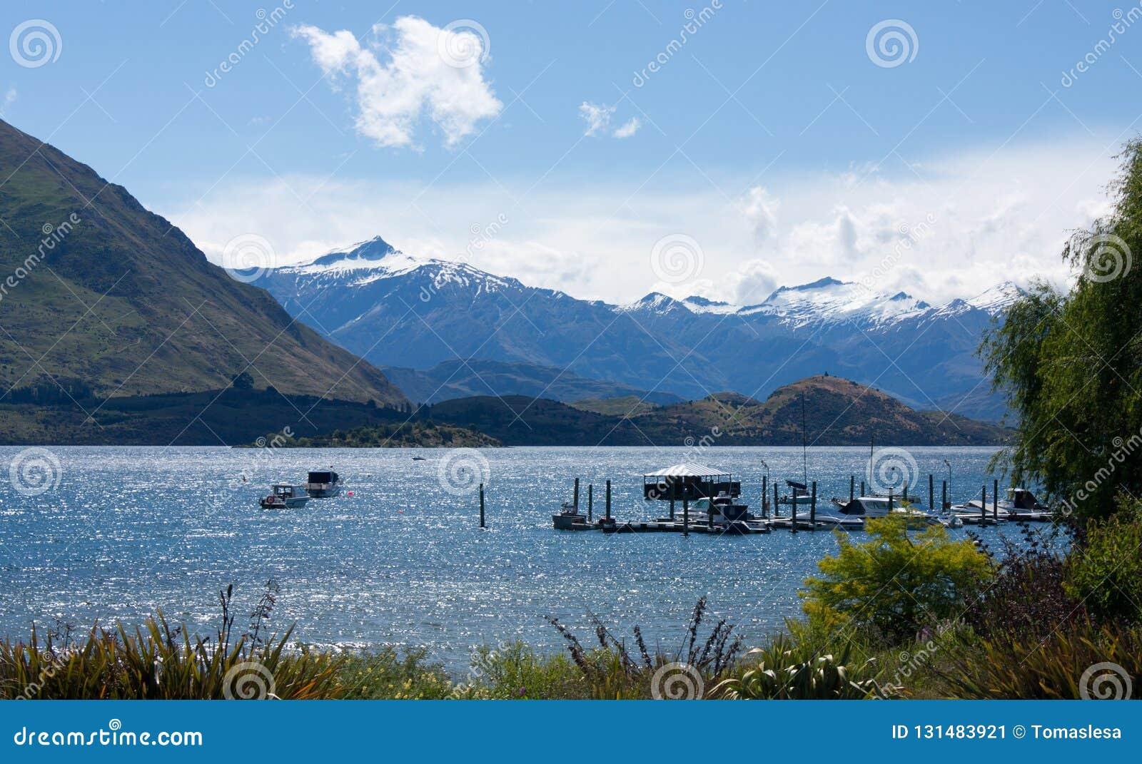 Przegapiać Jeziornego Wanaka w Wanaka w Nowa Zelandia