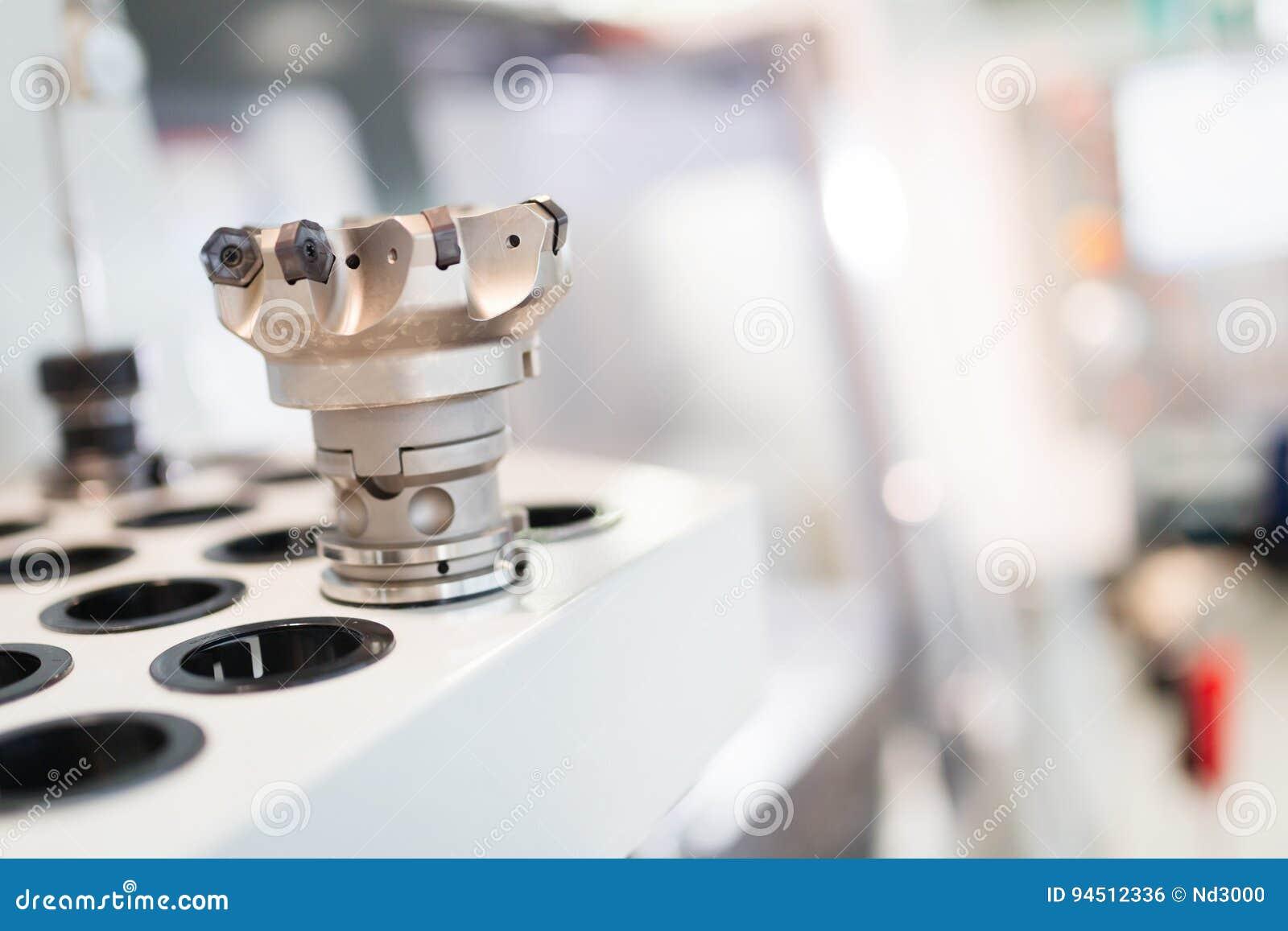 Przemysłowy metalworking rozcięcia proces mielenie krajaczem w metali przemysłach