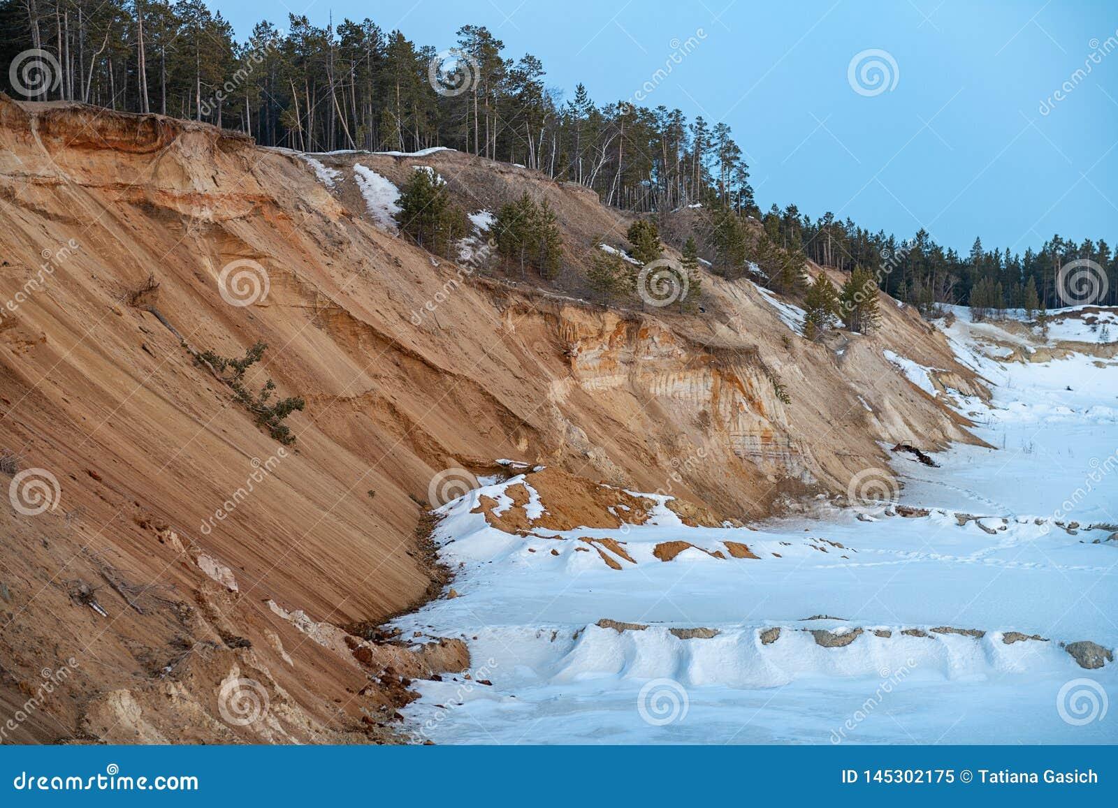 Przemysłowy piaska łup dla budowa drogi w zimie