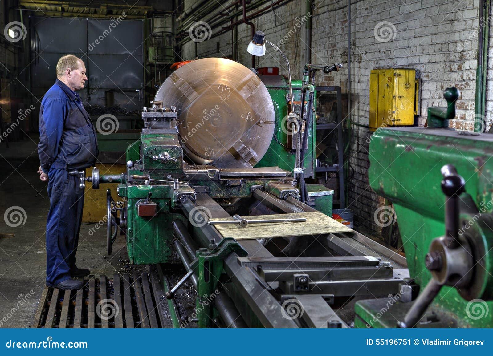 Przemysłowy przerób metal na dużej kręcenie tokarki maszynie