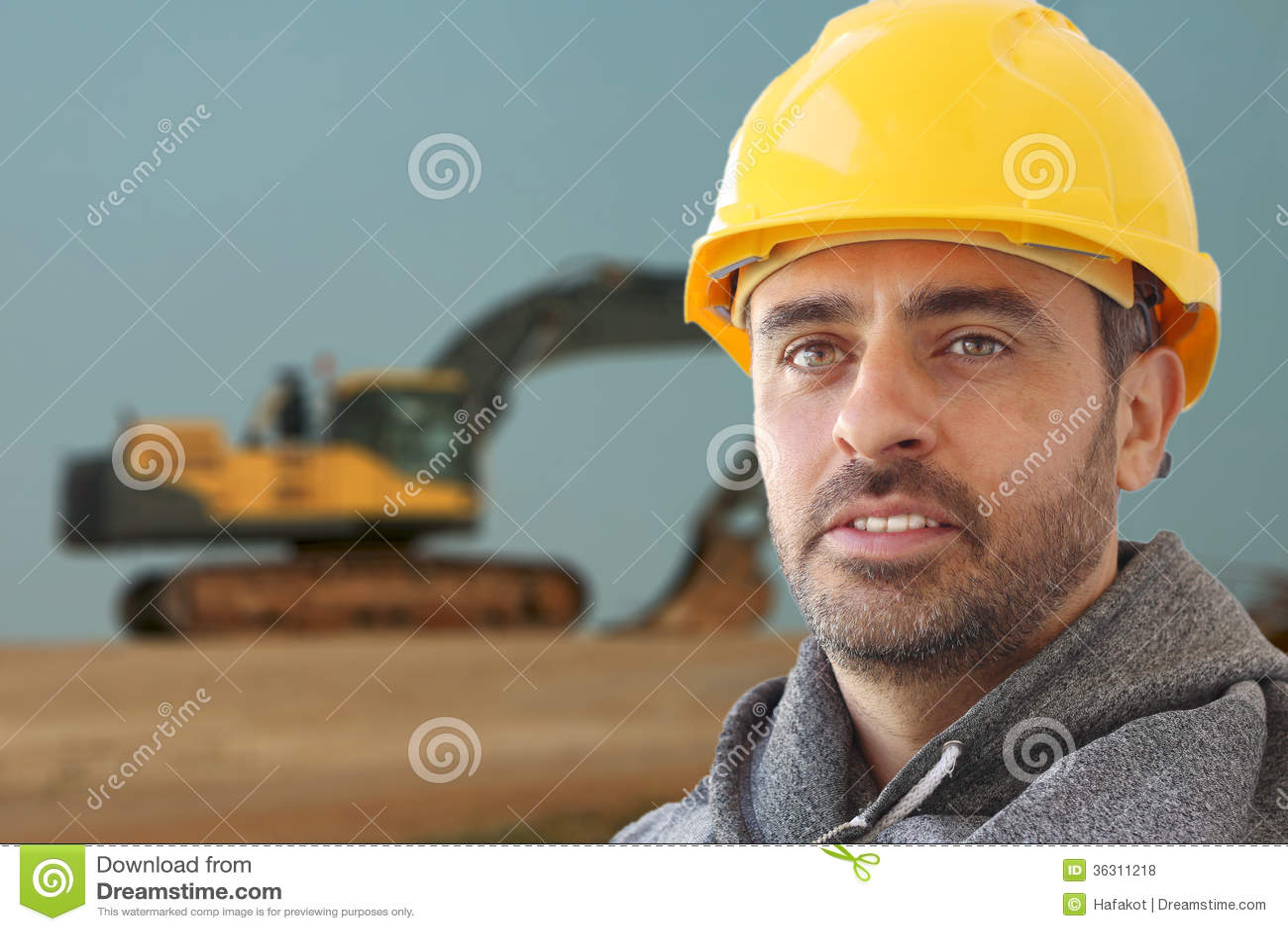 Przemysłowy robociarz w kapeluszowym kapeluszu