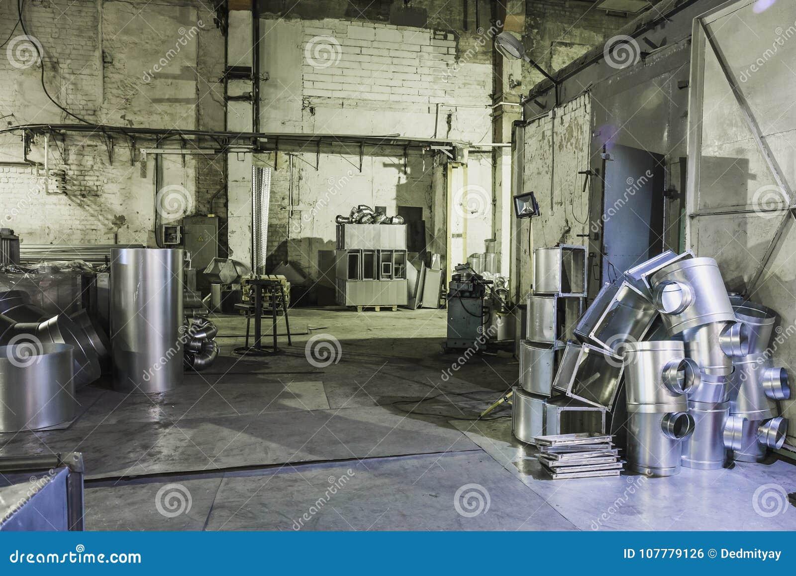 Przemysłowy warsztat lub hangar na produkci wentylacje Metalworking fabryka