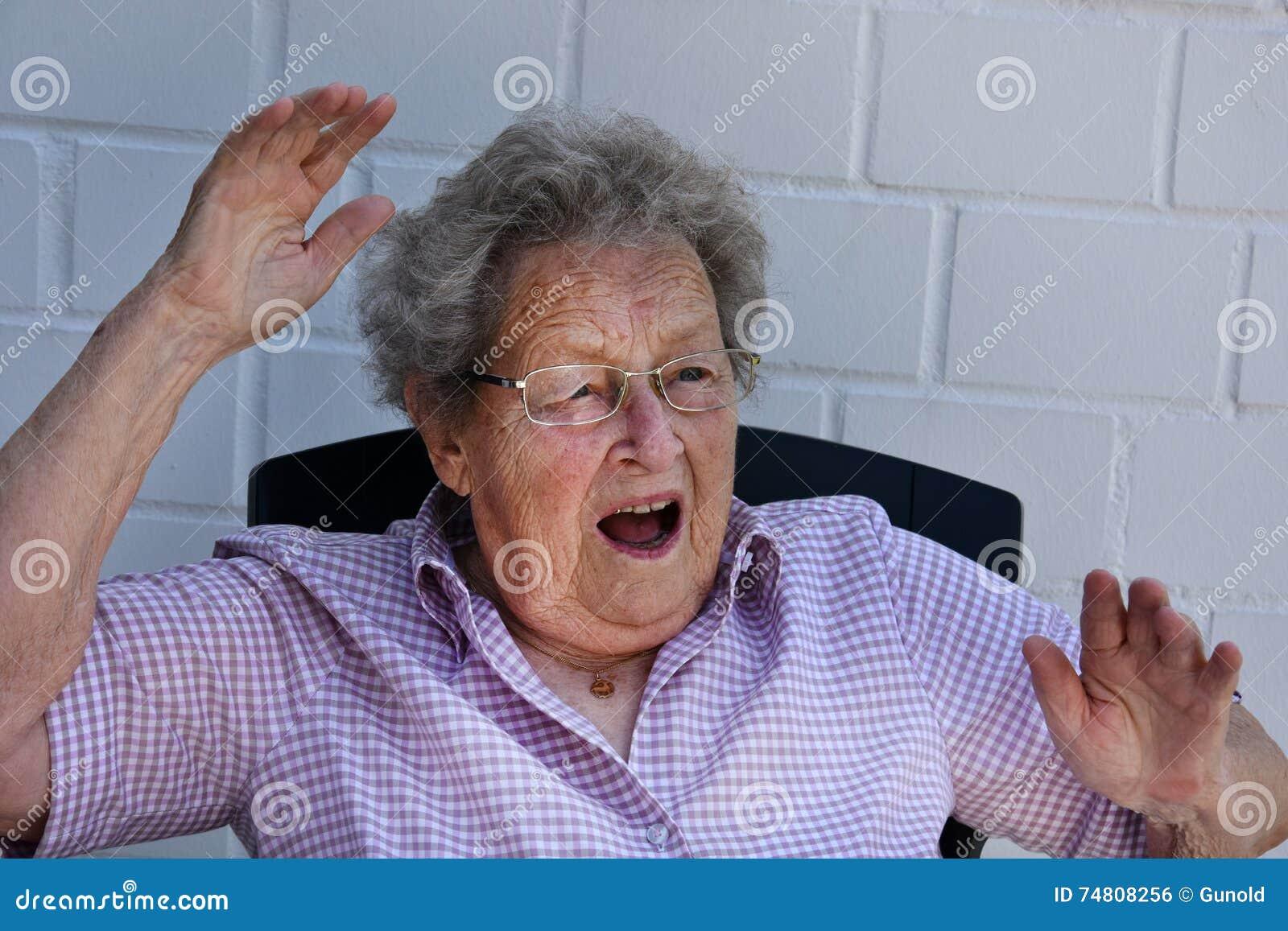 Przeraząca starsza kobieta