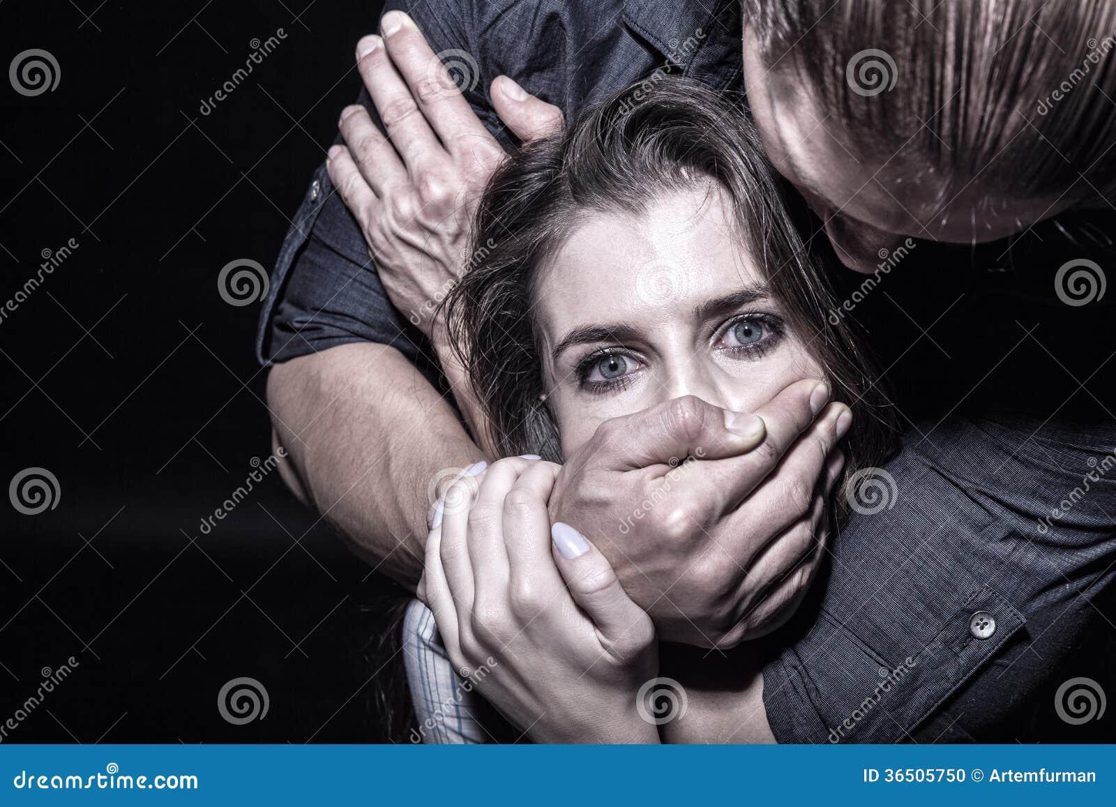 Przerwy przemoc Z kobietami