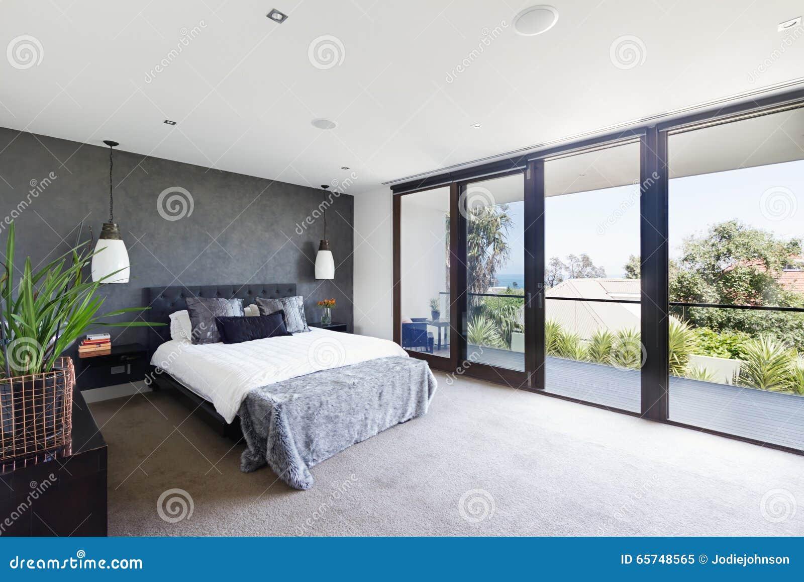 Przestronny wnętrze projektant mistrzowska sypialnia w luksusowym Australia