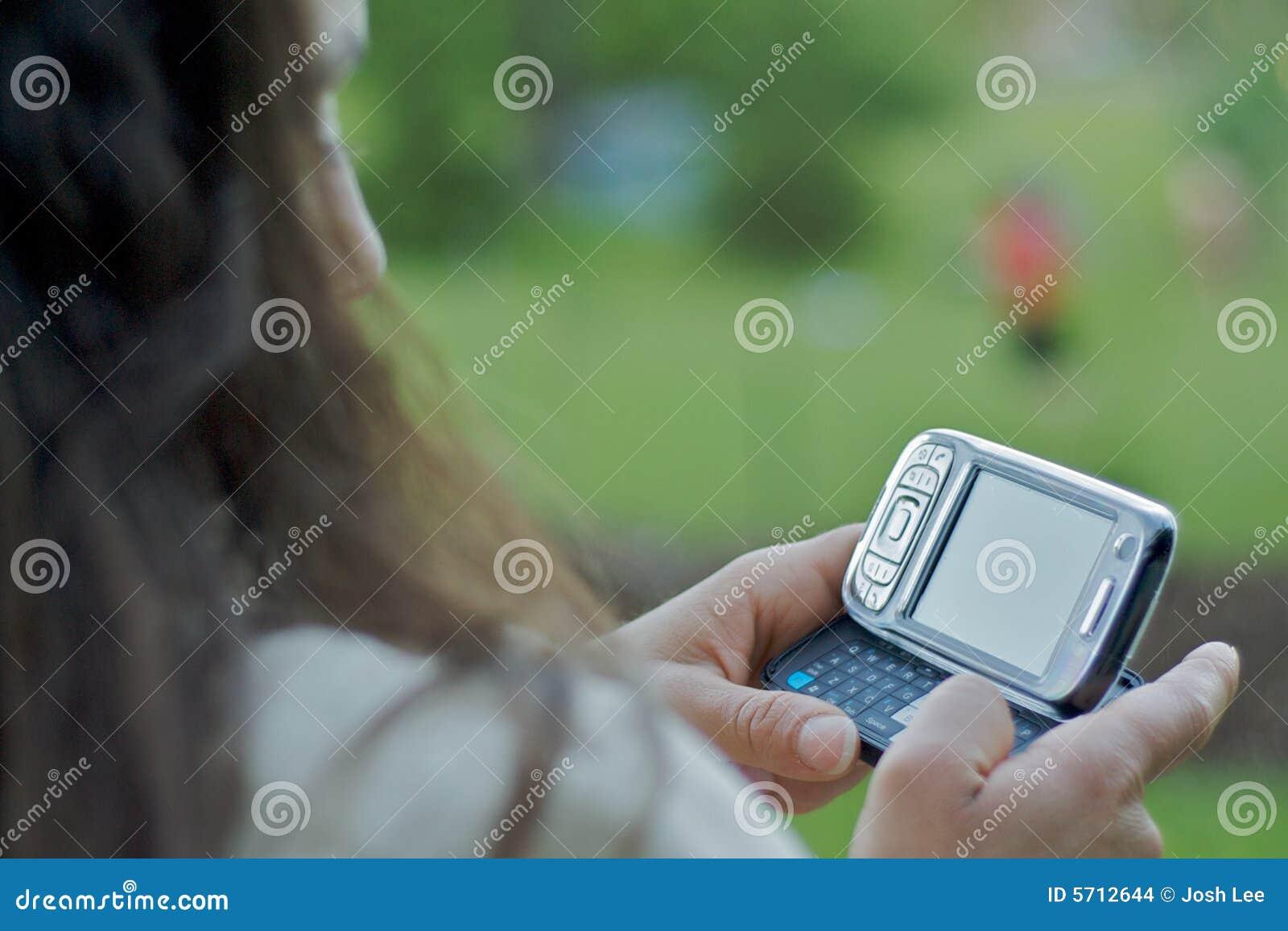 Przesyłanie tekstu texting kobieta