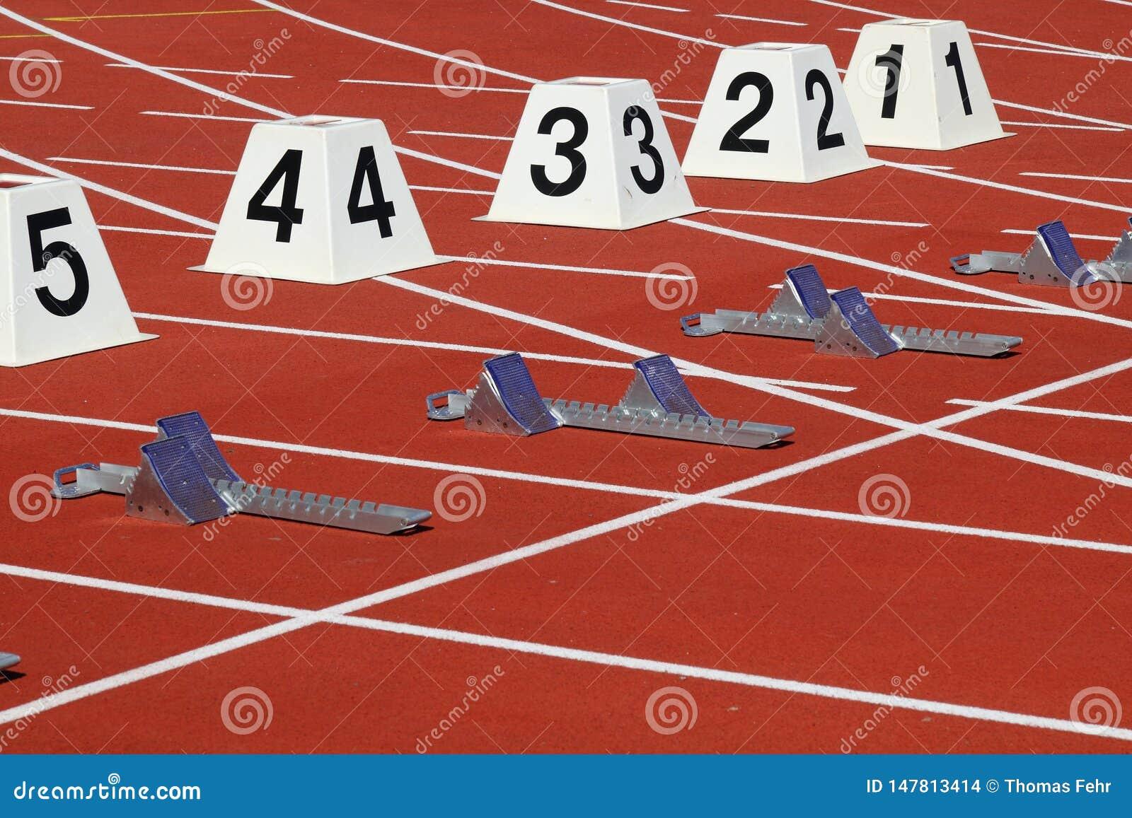 Przeszkody biegać w stadionie