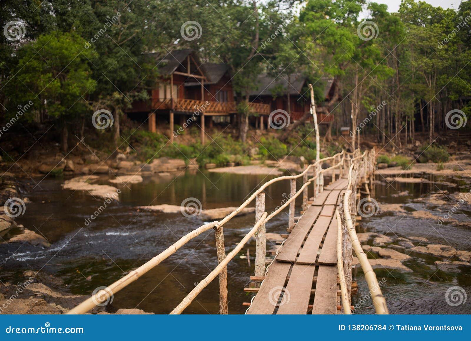 Przez rzekę bridżową