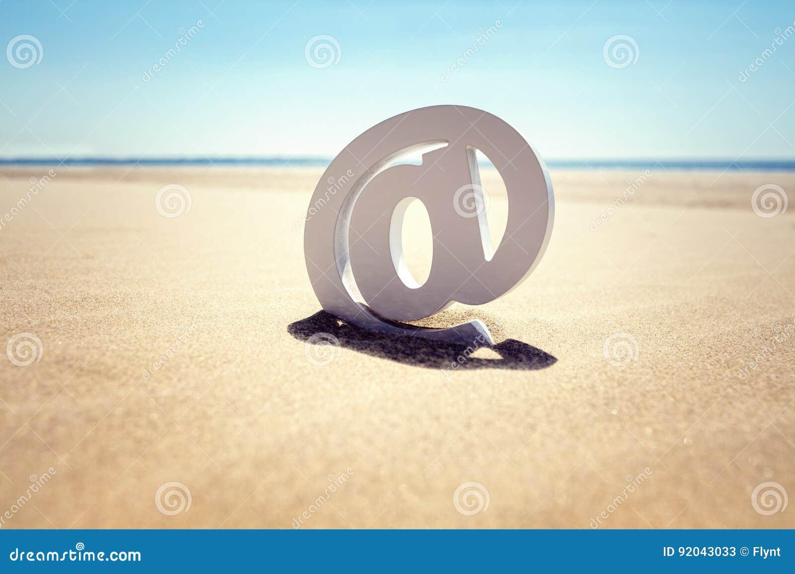 Przy plażowym emaila pojęciem