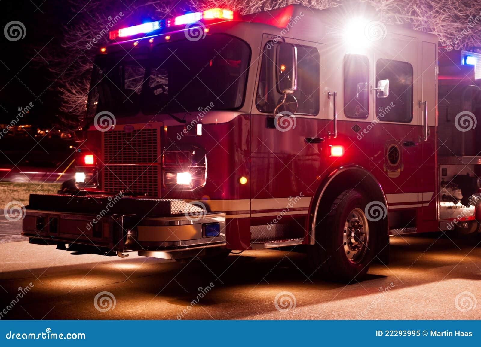 Przy Pora nocna Nagłym wypadkiem pożarniczy Silnik