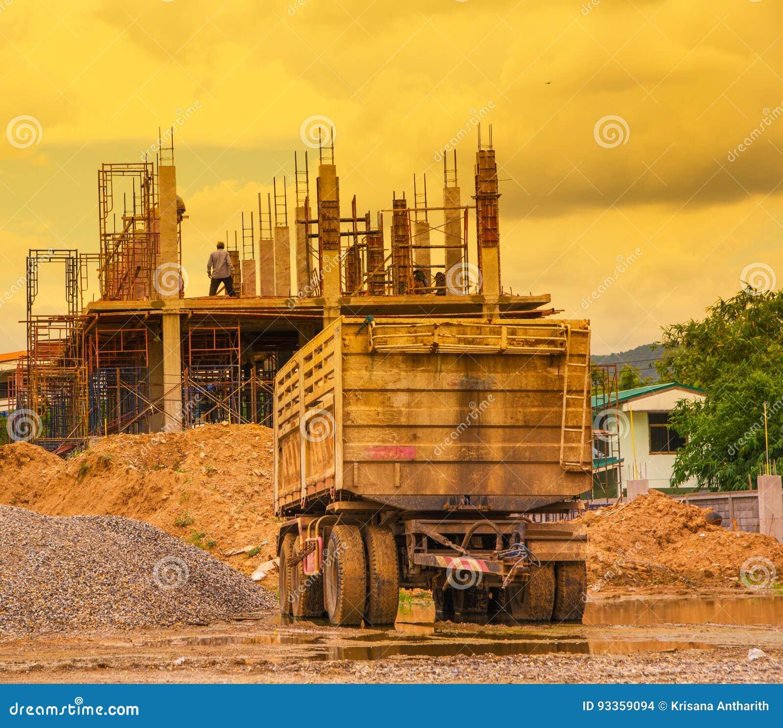 Przyczepa z budynkiem i pracownikiem sepiowymi