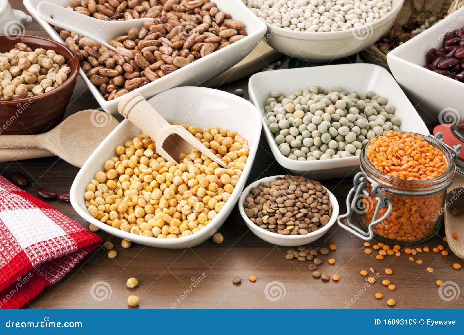 Przygotowania pucharów legumes stół różnorodny