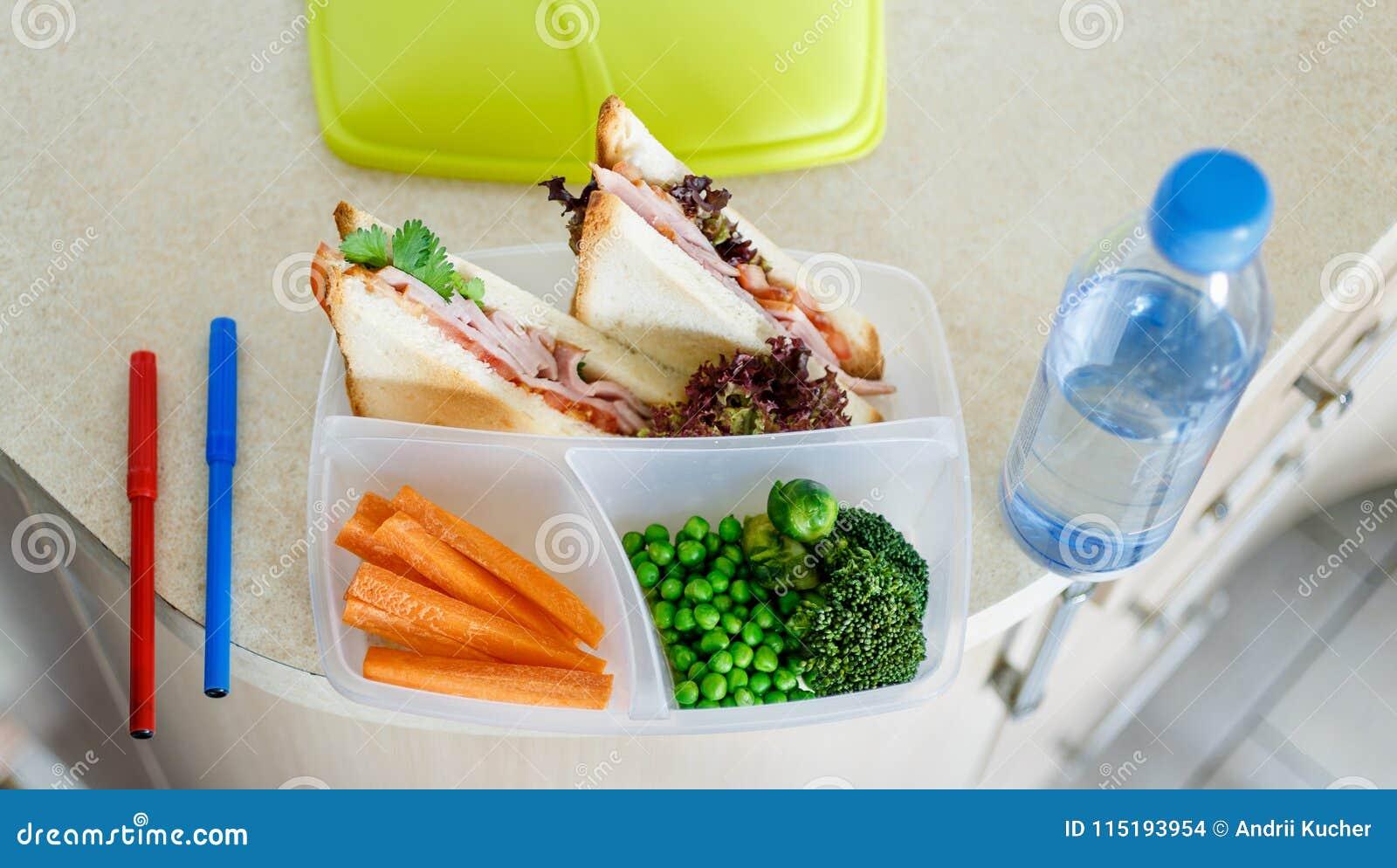 Przygotowany szkolnego lunchu lunchbox butelki wody domu kuchni wierzchołek rywalizuje