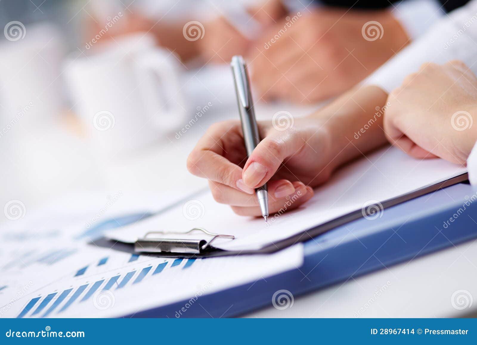 Przygotowywający pisać