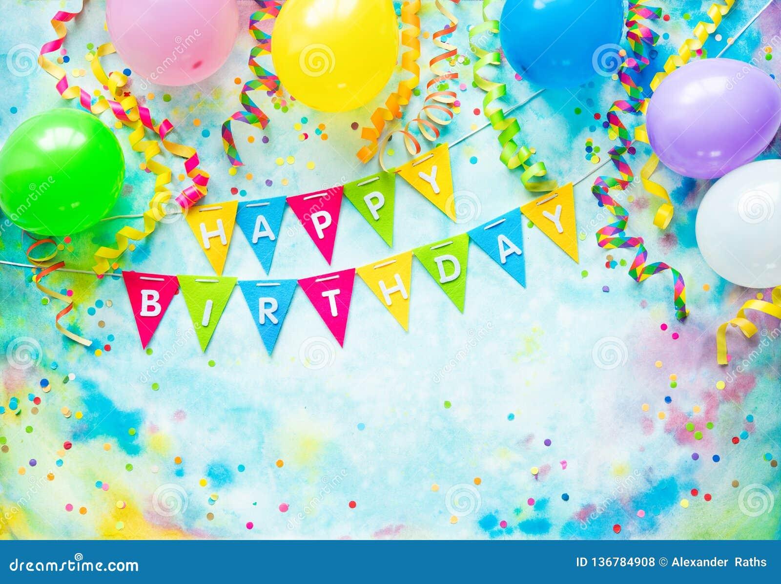 Przyjęcie urodzinowe rama z balonami, streamers i confetti na kolorowym tle z kopii przestrzenią,