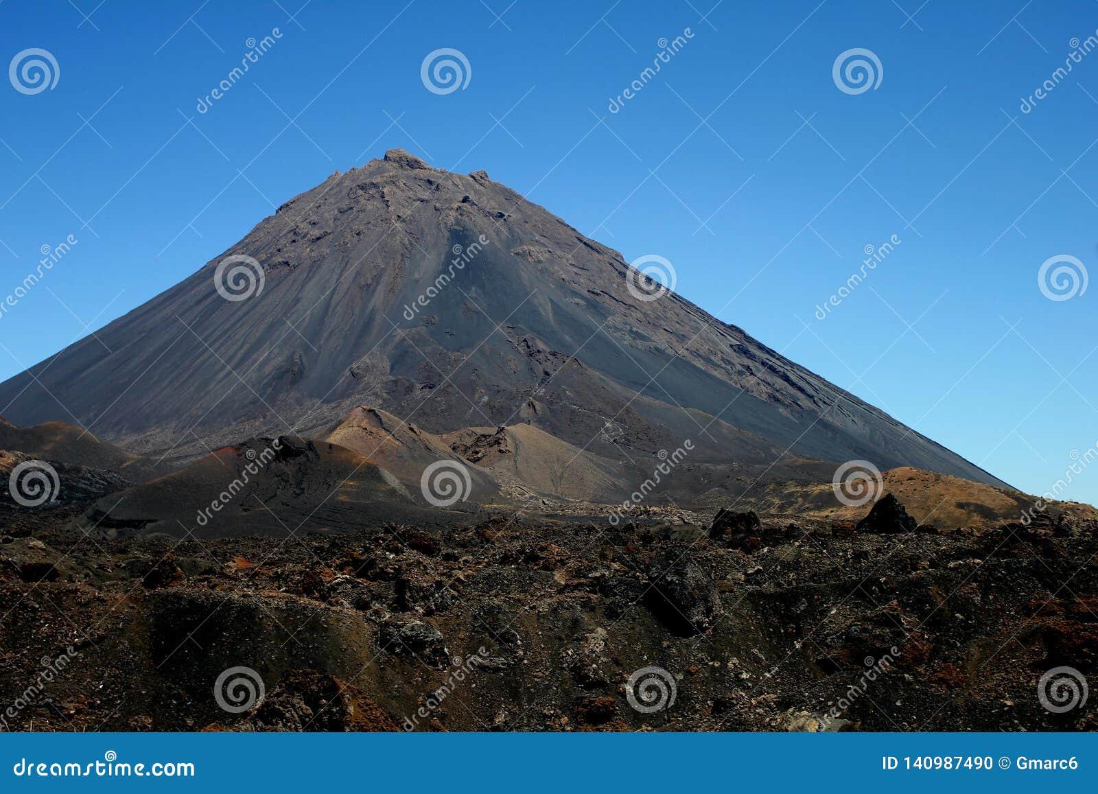 Przylądka Verde aktywny wulkan Pico robi Fogo na wyspie Fogo