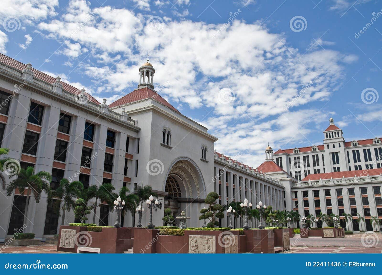Przypuszczenia budynku uniwersytet