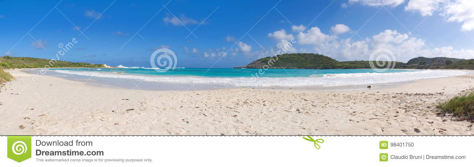 Przyrodniej księżyc zatoki oceanu Atlantycki wybrzeże Antigua i Barbuda - Karaibska tropikalna wyspa -