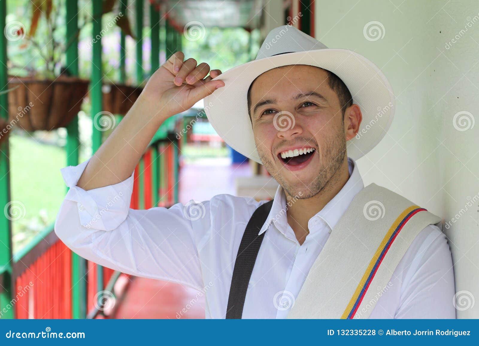 Przystojni południe - amerykański mężczyzna salutować