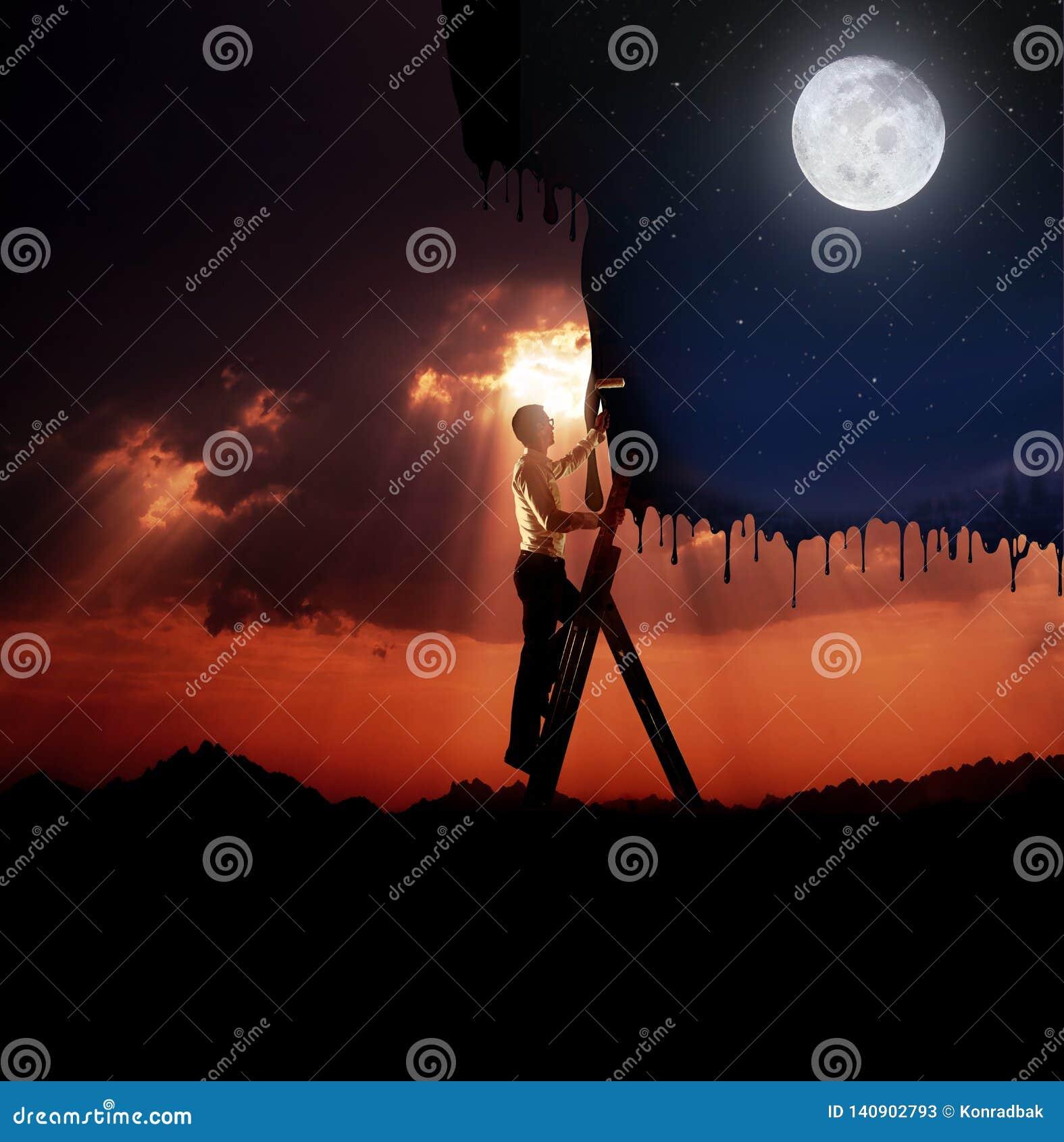 Przystojny młody człowiek maluje niebo - biznesowy pojęcie