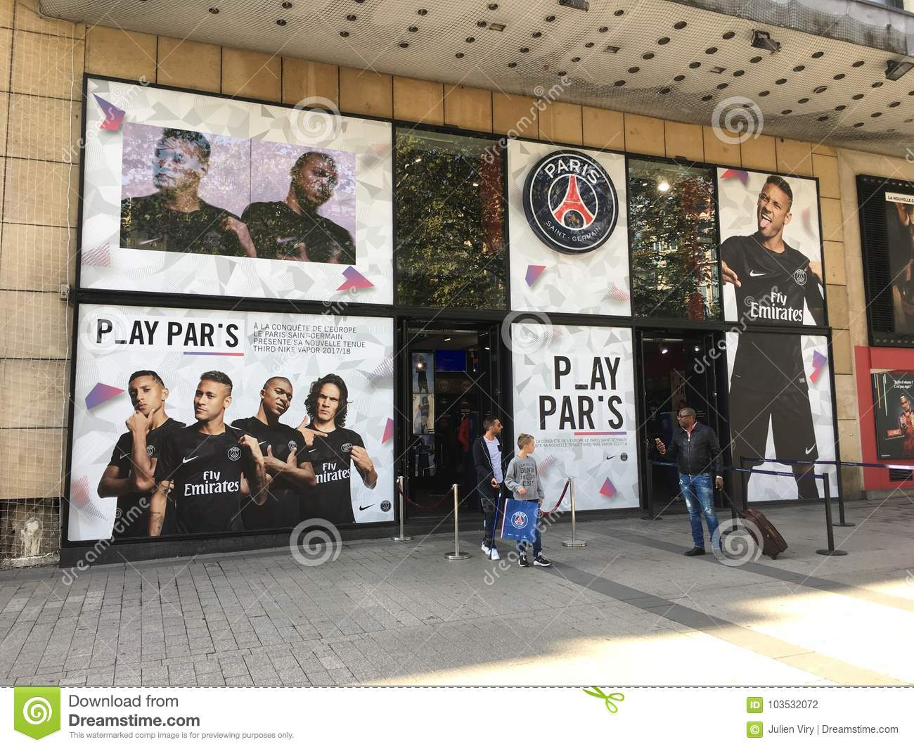 the best attitude b2a6c 50e5d PSG Official Shop On Les Champs Elysees Paris France ...