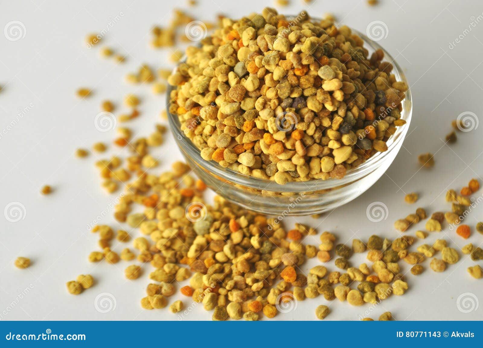 Pszczoły Pollen granule w szklanym pucharze