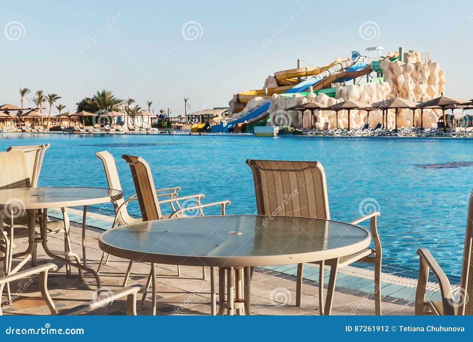 Puści kolorowi wodni obruszenia i pływacki basen Egipet Hurgada Złoci 5, Październik 7, 2016