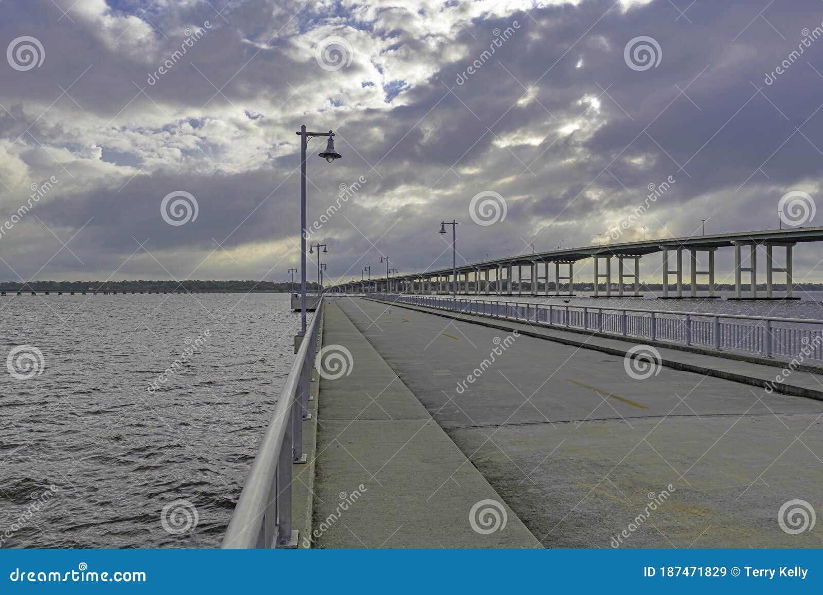 Public Fishing Pier Biloxi Mississippi Stock Image Image Of Anchorage Cloudy 187471829