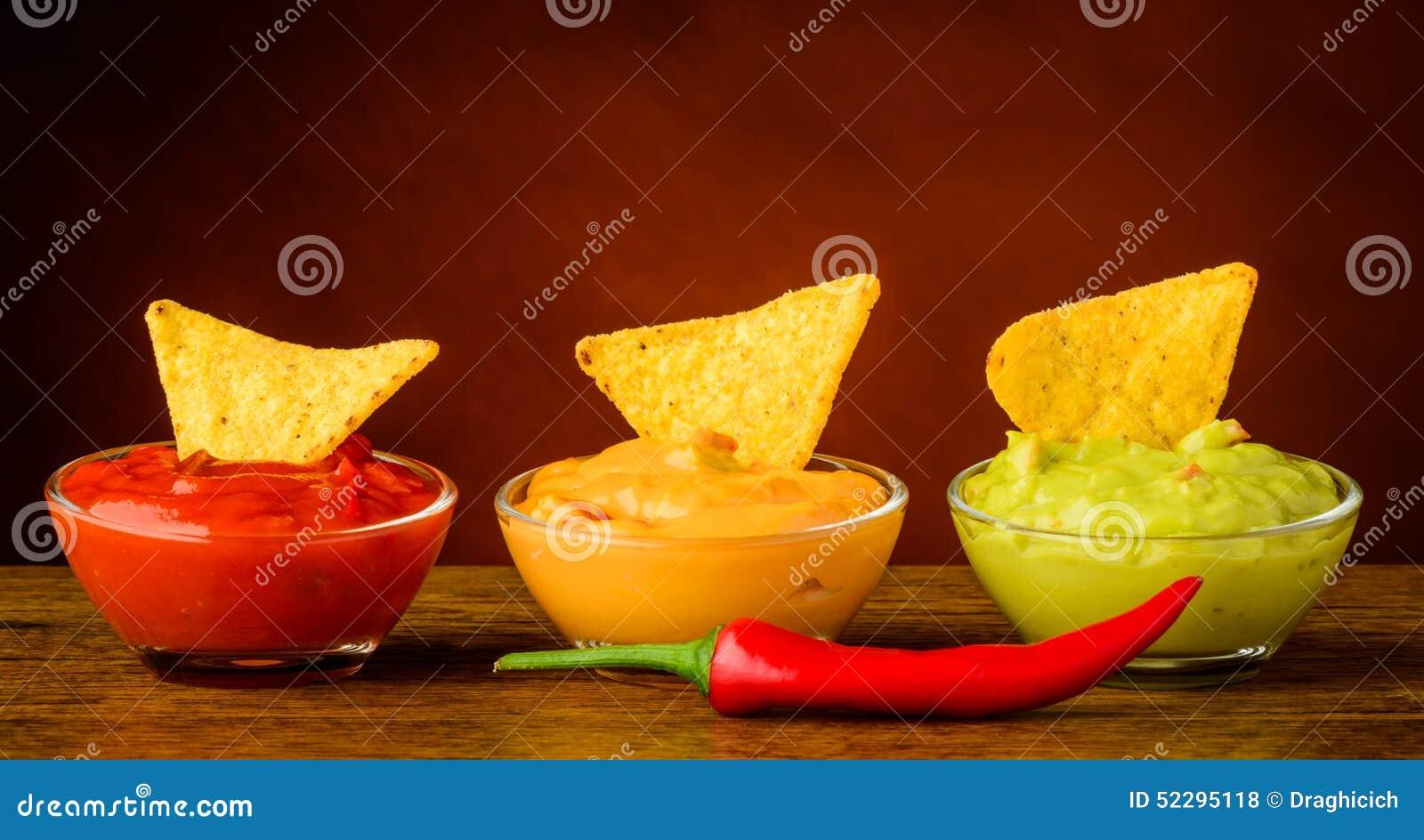 Puces de tortilla et immersion de nacho