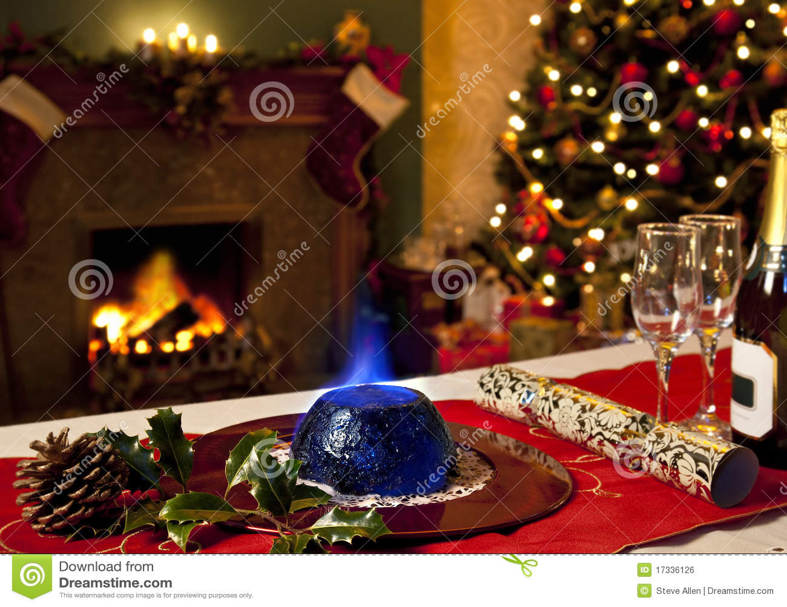 Pudín de la Navidad y chimenea festiva