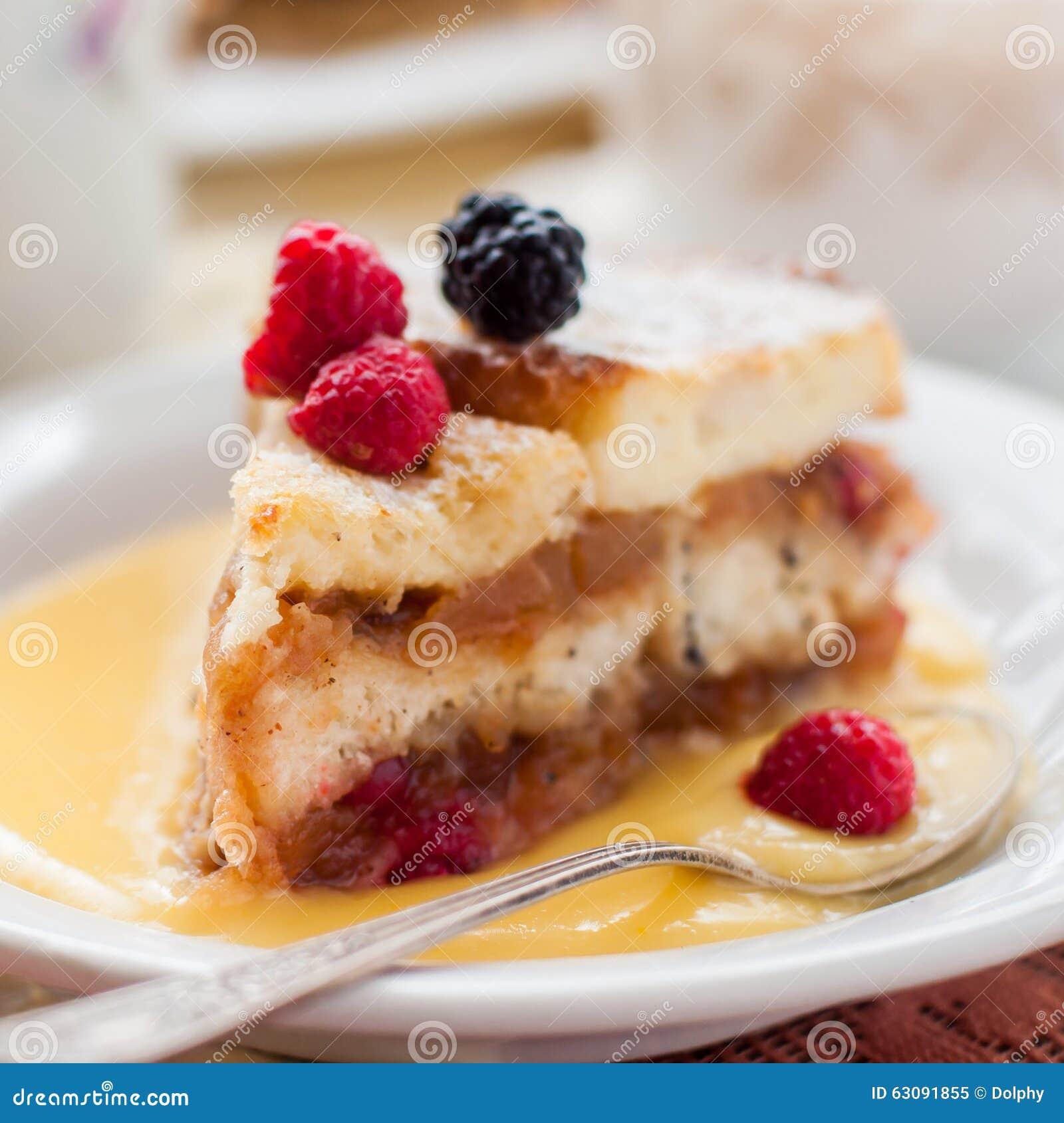 Download Pudding Anglais De Pain Et De Beurre Avec Des Pommes Et Des Canneberges Image stock - Image du cuisine, gâteau: 63091855