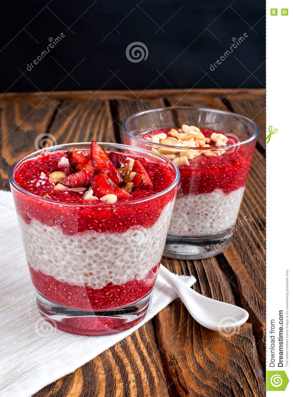Pudding de Chia sur une table