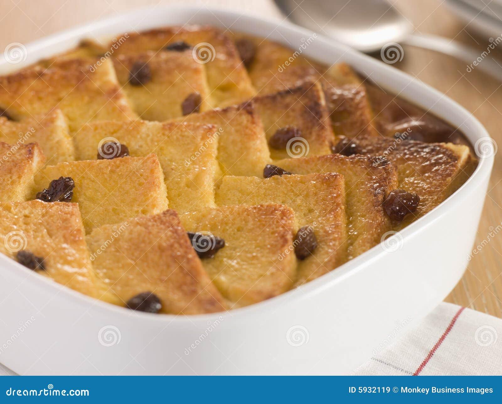 Pudim do pão e da manteiga em um prato