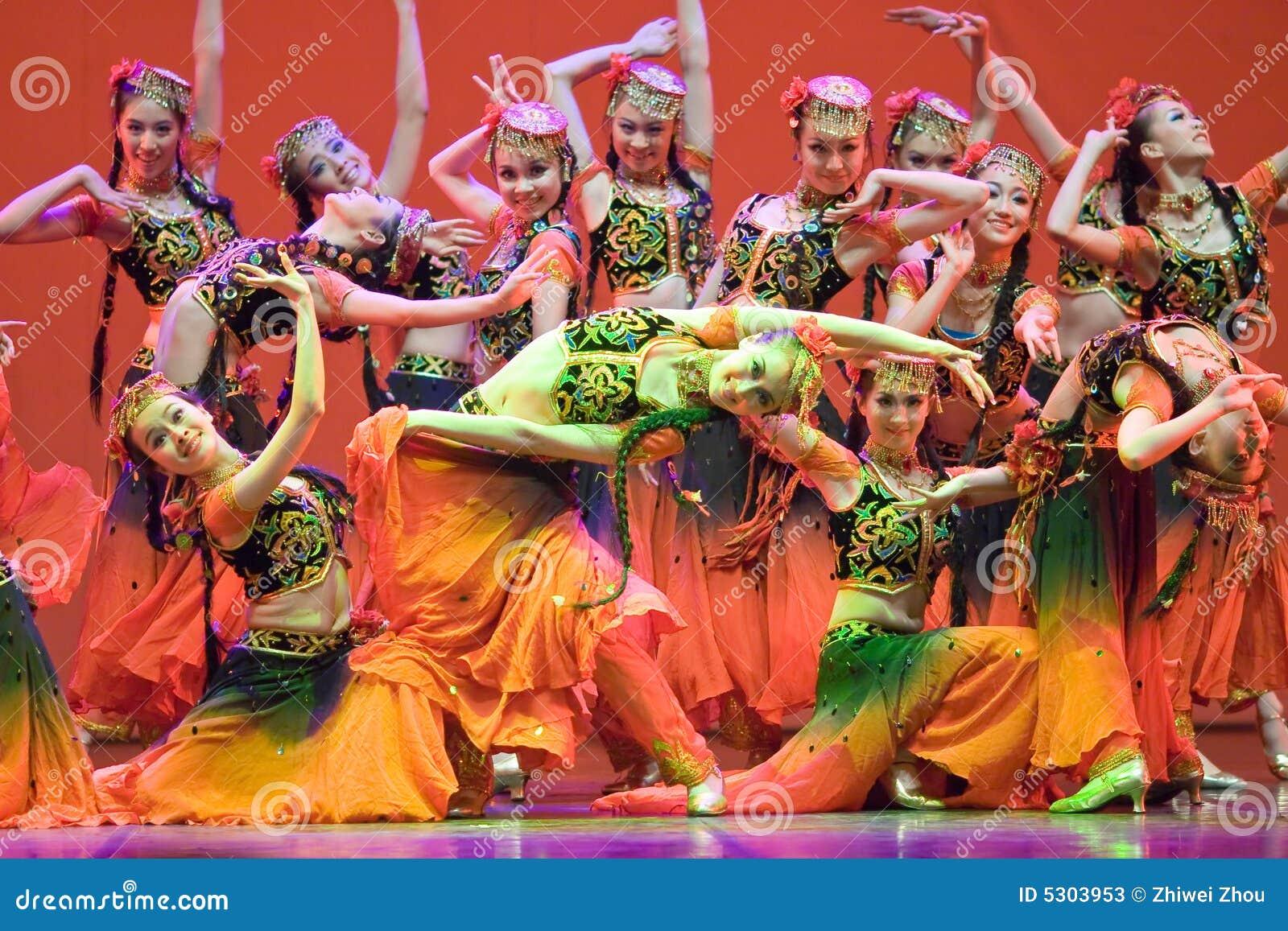Pueblo chino de la danza popular