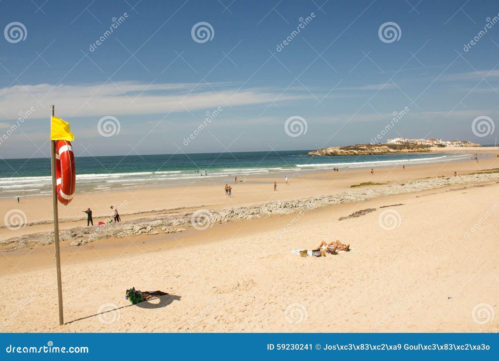 Download Pueblo De La Playa De Baleal Y De Baleal (Peniche, Portugal) Por La Tarde Imagen de archivo - Imagen de paraíso, resaca: 59230241