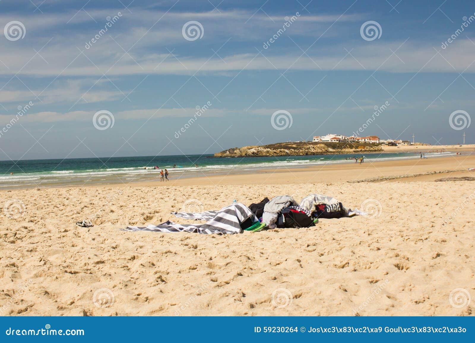 Pueblo de la playa de Baleal y de Baleal (Peniche, Portugal) por la tarde