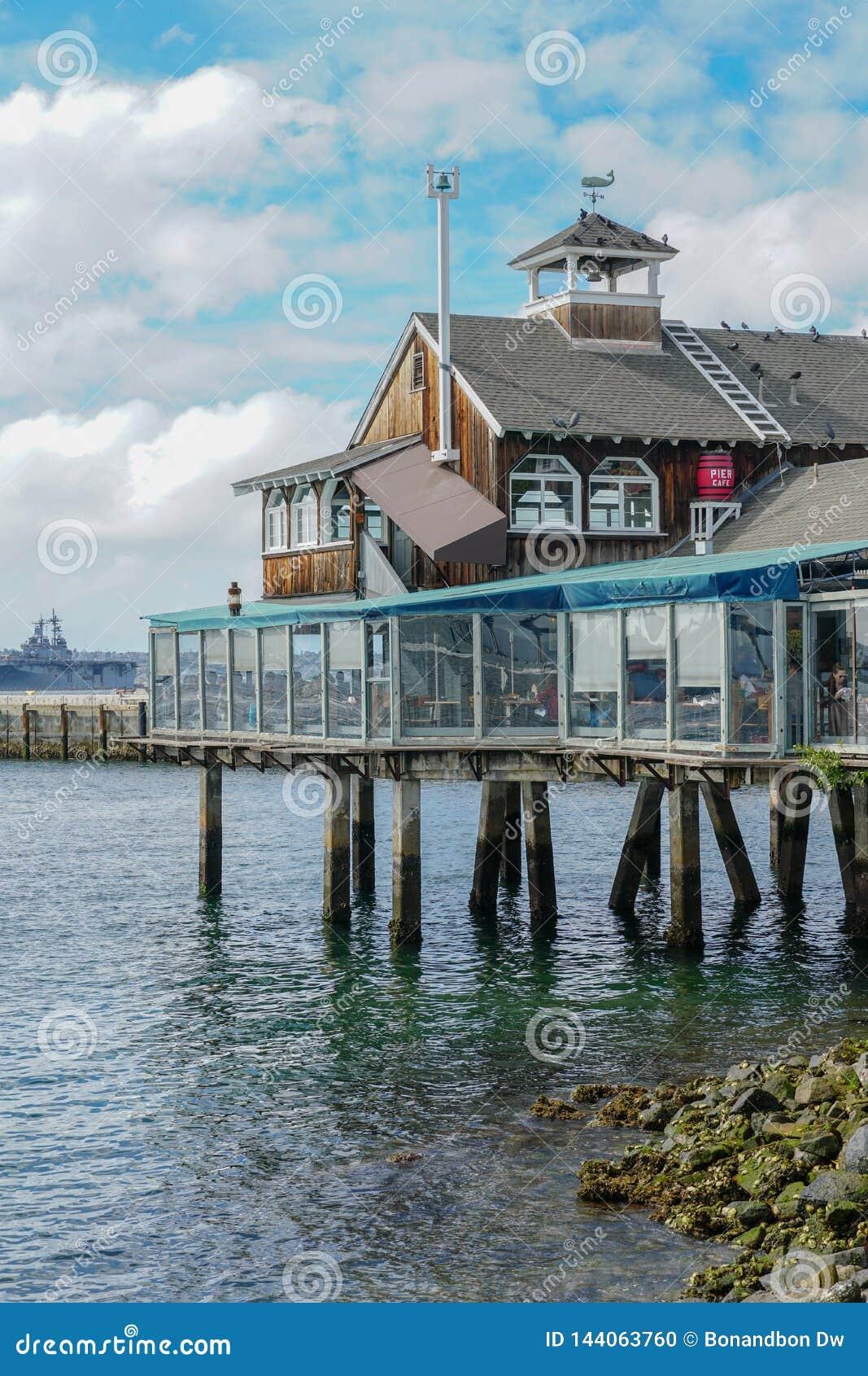 Pueblo del puerto, compras de la costa y complejo de la cena adyacente a San Diego Bay