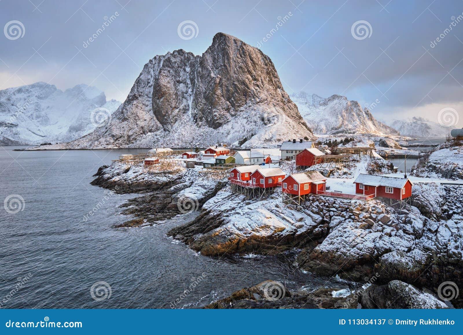 Pueblo pesquero de Hamnoy en las islas de Lofoten, Noruega