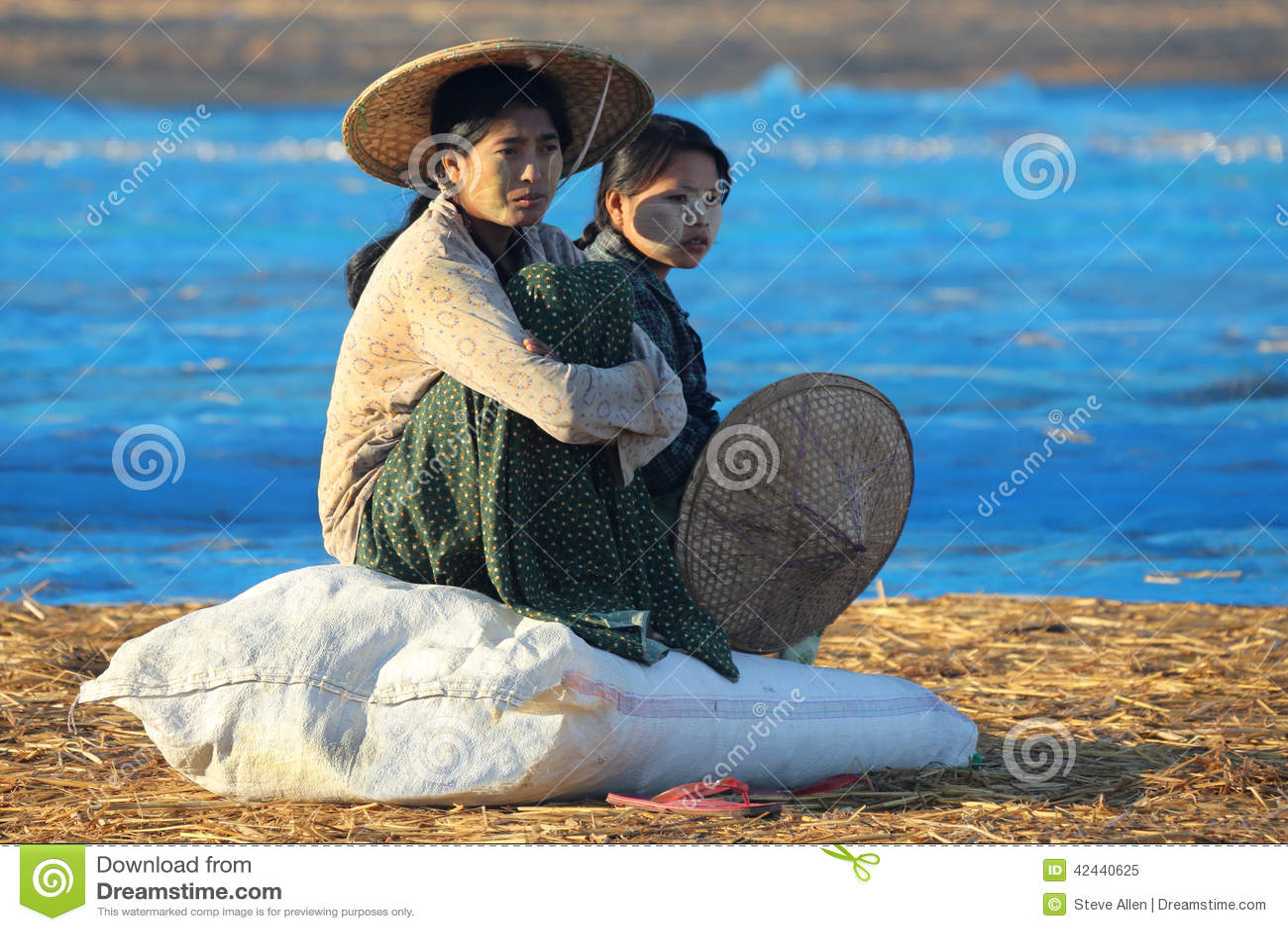 Pueblo pesquero en el amanecer - playa de Ngapali - Myanmar (Birmania)