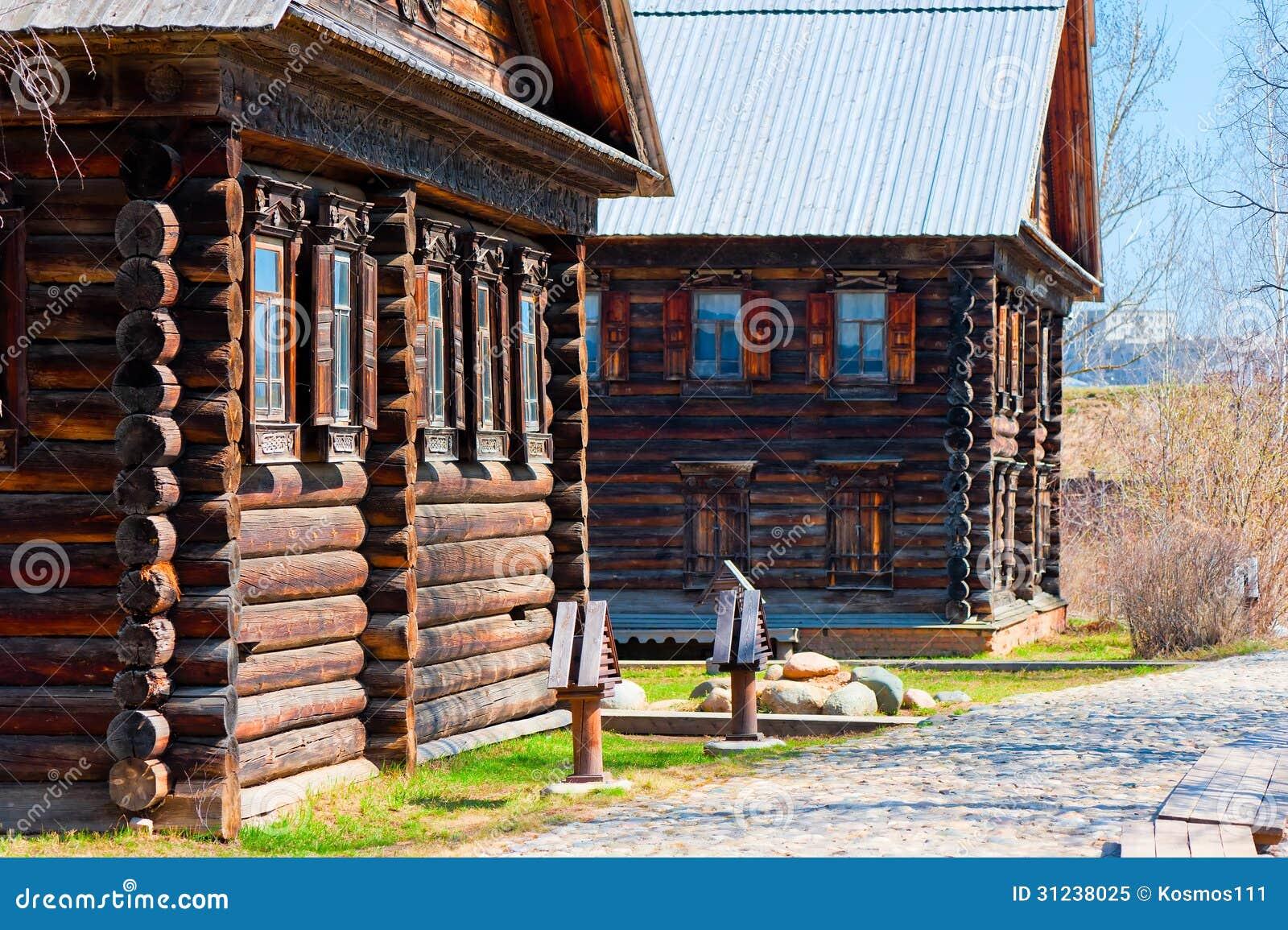 Pueblo ruso de las fachadas de casas de madera foto de - Fachadas casas de pueblo ...