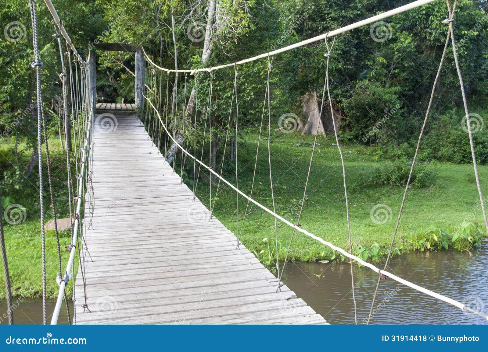 Puente Colgante De Madera Fotos De Archivo Libres De