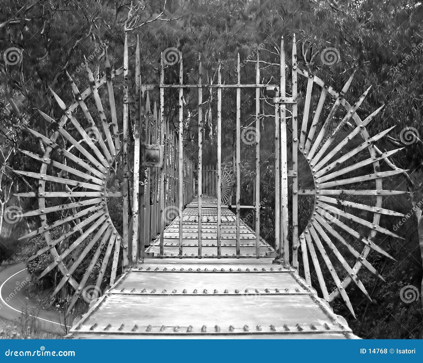 Puente con la puerta