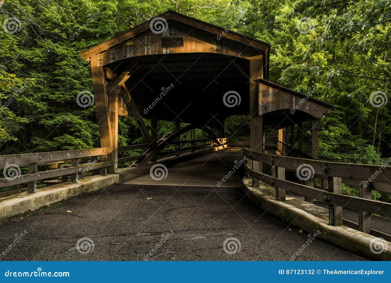 Puente cubierto - parque de la cala del molino, Youngstown, Ohio
