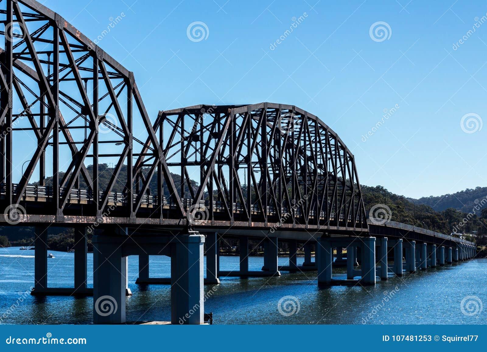 Puente De Acero Del Camino Que Atraviesa El Río De Hawkesbury En ...